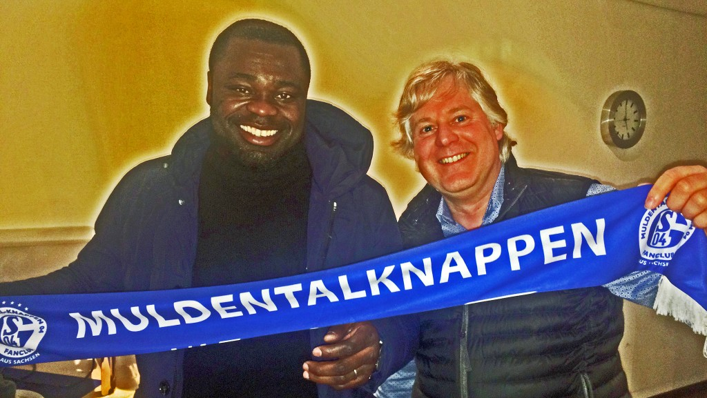 Schalke-Idol Gerald Asamoah trifft Muldentalknappen04